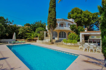 Villa Aldebarán is a Costa Blanca close to the beach holiday villa rentals property located on the town of Moraira cost for rent villas in Spain
