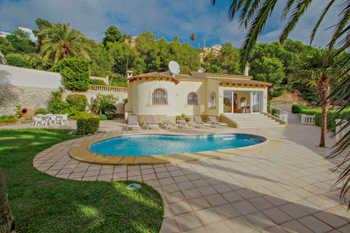 Villa Alldo is a Costa Blanca holiday villa rentals property located on the town of Moraira for rent villas in Spanish property